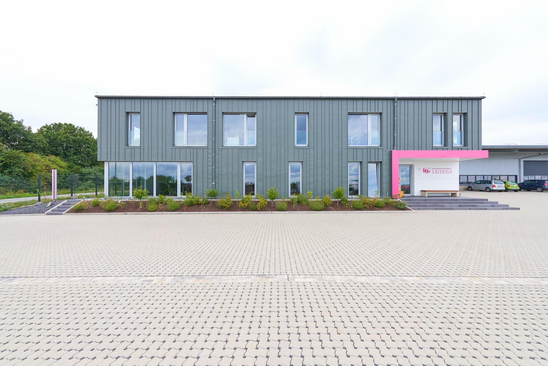 Berdi Architekten Buerogebaeude mit Lagerhalle Faid