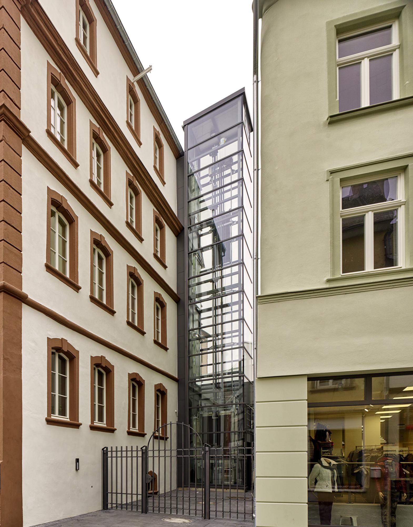 Thurn und Taxis Gebäude, Wittlich Revitalisierung Außenansicht Glaselement Fahrstuhl