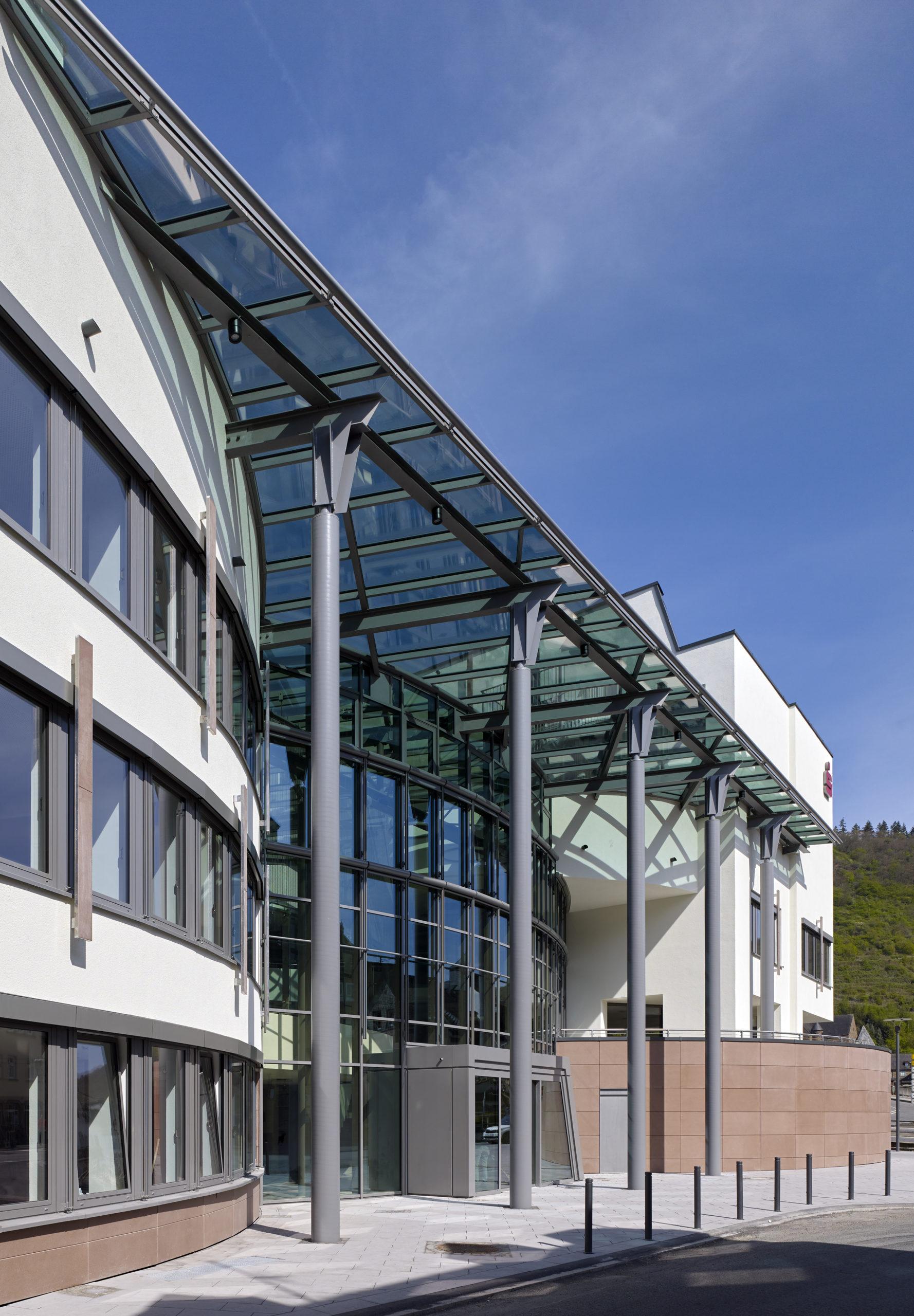 Sparkasse, Cochem Umbau und Sanierung Eingangsbereich Außen