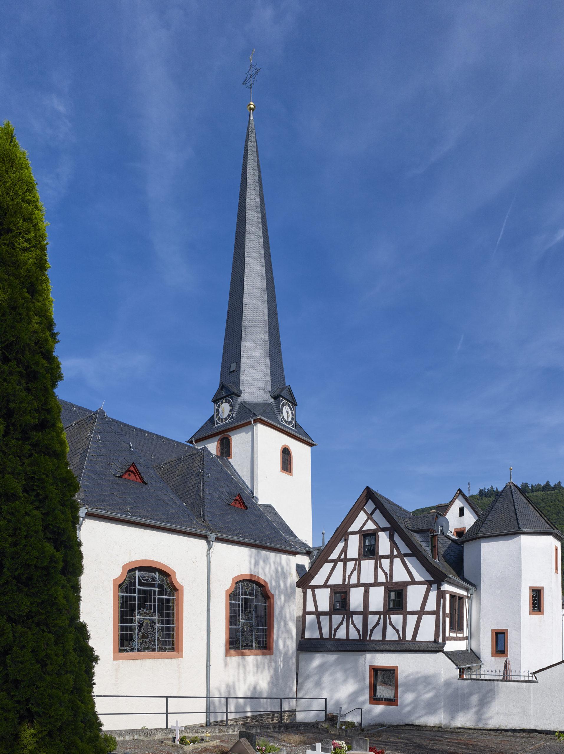 Kirche St. Briktius, Bernkastel-Kues Sanierung Außenansicht Turm und Fassade