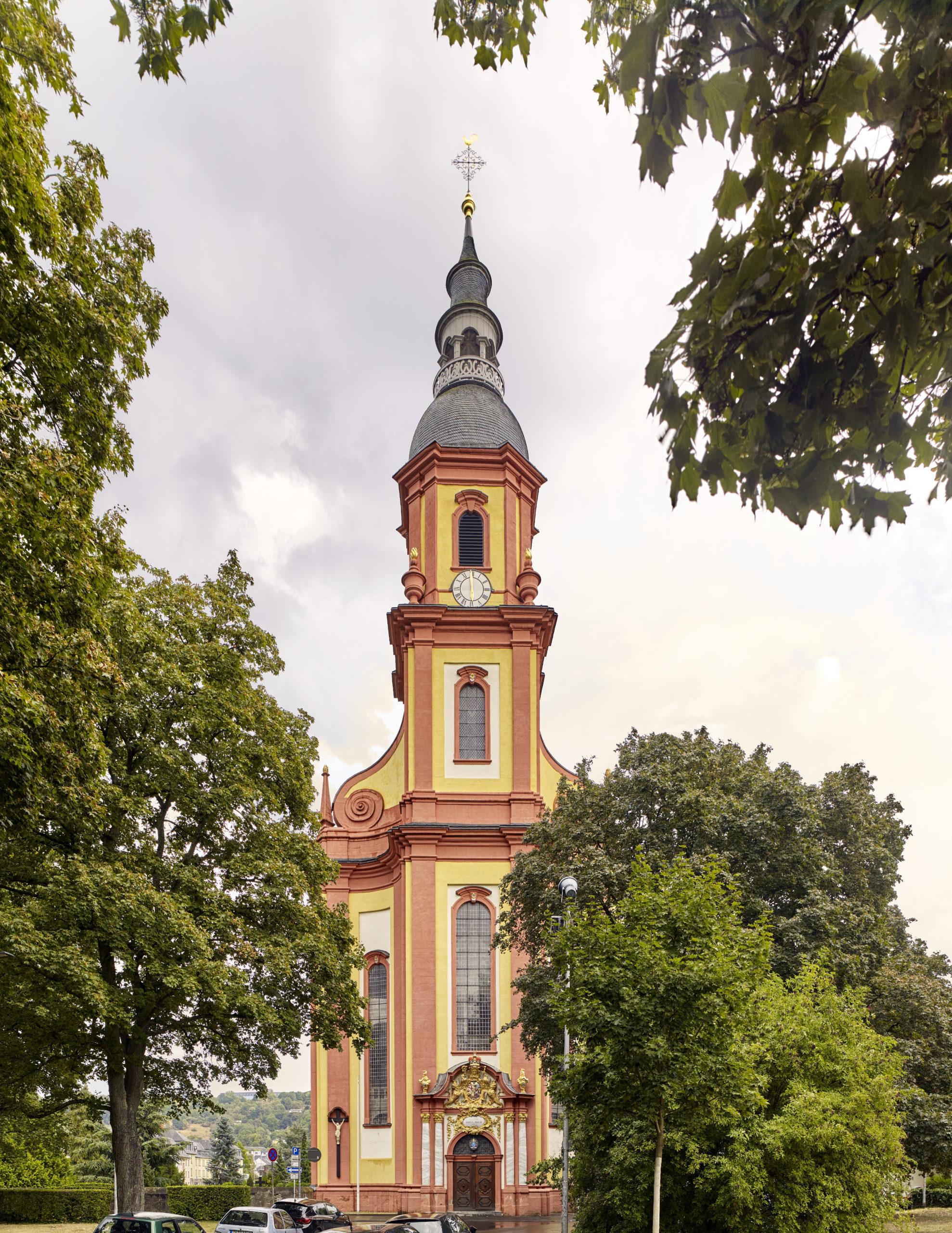 Vorderseite Kirchturm St. Paulin in Trier