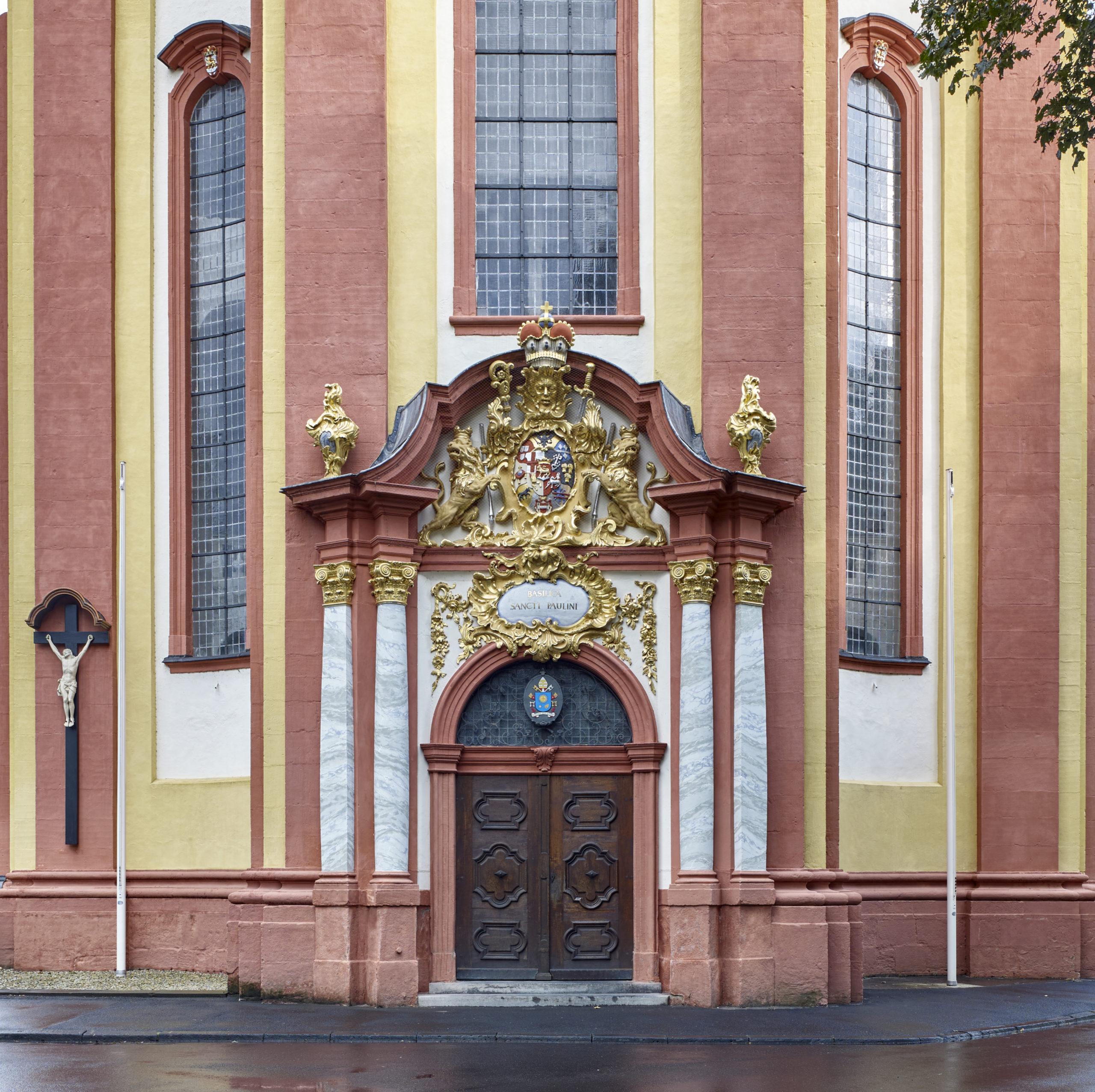 Eingang Kirche St. Paulin in Trier